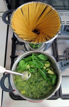 Puree' and throw the pasta in the boiling water - in WMF pressure cooker set.