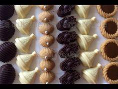 Assortiment gâteaux prestige sans cuisson avec la même pâte très économique!!. - YouTube Moroccan Desserts, Some Recipe, Cookie Desserts, Food Design, Clay Crafts, Mini Cupcakes, Chocolate Chip Cookies, Fondant, Food And Drink