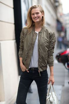 Shop this look for $148: http://lookastic.com/women/looks/bomber-jacket-and-crew-neck-t-shirt-and-belt-and-skinny-jeans-and-shopper-handbag/1463 — Olive Bomber Jacket — Grey Crew-neck T-shirt — Black Leather Belt — Black Skinny Jeans — White Leather Shopper Handbag