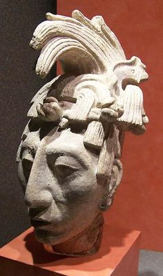 This sculpted portrait of Pakal, king Palenque, shows the sloped forehead and beaked nose of perfect Maya beauty. By Jami Dwyer [CC BY SA 2.0], Wikimedia Commons