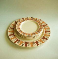 Tiki Vibe MidCentury 5 Piece Set Plate Set Rust by BeppieandEido