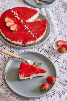 A legkirályabb epres sajttorta - sütés nélkül! | Street Kitchen Mousse, Cake Recipes, Pancakes, Cheesecake, Food Porn, Sweets, Cookies, Dinner, Breakfast