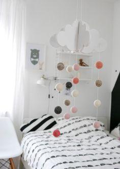 Mobile - Tolles Holz-Wolken-Mobile mit Filzkügelchen - ein Designerstück von ideenpurzelbaeume bei DaWanda
