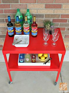 We love this upcycled bar cart in this colorful patio makeover by Michelle Hinckley of 4 Men 1 Lady.