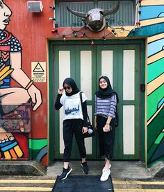 ꜰᴀꜱʏᴀᴛʜɪꜰᴀ ʀᴀᴅᴢᴀɴᴀᴅʜɪʀᴀ ᴡ ꜰᴀᴜʀᴀ – Hijab Fashion 2020 Simple Hijab, Casual Hijab Outfit, Ootd Hijab, Hijab Chic, Modern Hijab Fashion, Street Hijab Fashion, Hijab Fashion Inspiration, Ootd Fashion, Muslim Fashion