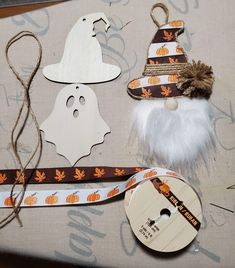 Dollar Tree Fall, Dollar Tree Decor, Dollar Tree Crafts, Halloween Paper Crafts, Holiday Crafts, Halloween Decorations, Fall Wood Crafts, Tree Shop, Diy Christmas Ornaments