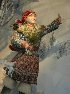 Fortnum & Mason is renowned for its beautiful and exquisite widow displays and the Christmas 2008-2009 display has been one of the most beautiful to date.    Taking its inspiration from Hans Christian Andersen's Snow Queen.