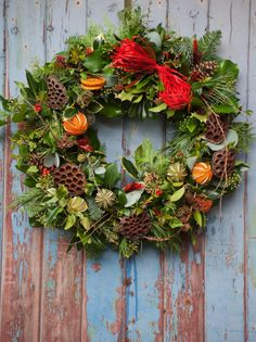 Christmas wreath by Elise Flowers, image by Ruth Mitchell Photography.