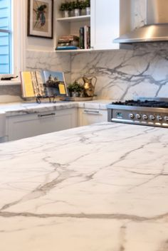 A first, close up glimpse of this gorgeous Statuario Marble kitchen. Thanks rachel lewis photography for the picture. White Kitchen Cabinets, Kitchen Reno, Kitchen Countertops, Kitchen Design, Kitchen Ideas, Statuario Marble, Natural Stone Countertops, Home Remodeling, Natural Stones