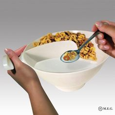 Avoid soggy cereal with the Crunchy Cereal Bowl. Separate spaces for your milk & cereal ensure that the last bite is just as perfectly crunchy as the first. Snack Bowls, Cereal Bowls, Cheap Clean Eating, Clean Eating Snacks, Healthy Eating, Crunch Cereal, Snack Containers, Plastic Bowls, Bowl Designs