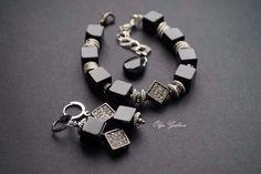 Комплект : браслет и серьги из Агата – купить или заказать в интернет-магазине на Ярмарке Мастеров | Комплект: браслет и серьги - из кубиков черного…