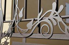 Epoiesen by Marie Corso, décoration, art, artisanat, design acier et inox, ferronnerie d'art, fer forgé, arbre métal, olivier métal, arbre provence décoration, arbre bijoux métal, bijoux aluminium, cube lumineux métal, baroque, décoration murale métal, paravent perse métal, tête de lit métal, décoration floral métal, table basse soleil métal, guéridon lierre métal, dessous de plat métal, applique luminaire métal, décoration provençale, aubignan, carpentras, avignon, stand les halles avign...