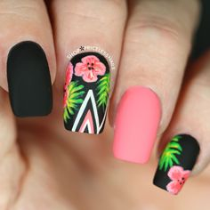 Tropical Floral Nails With Chevron Stripes summer nails nail nail art floral nails summer nails nail ideas summer nail art summer nail designs Super Nails, Nagel Gel, Flower Nails, Nails With Flower Design, Trendy Nails, Diy Nails, Gel Manicure, Gel Nail, Nail Polish