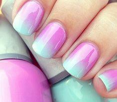 Manucure rose et bleue / pink and pastel blue