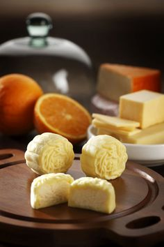 cream cheese mooncake.