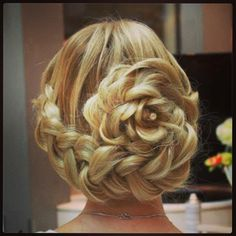 Rose hairstyle! Wow how can you do that?!