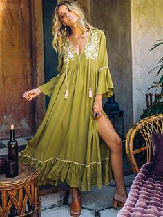 Bohemian style 785174516263665381 - Bohemian style, boho outfit Source by mookyboutique Boho Outfits, Fashion Outfits, Dress Fashion, Skirt Outfits, Fashion Clothes, Fashion Ideas, Side Slit Dress, Maxi Dress With Sleeves, Dress Skirt