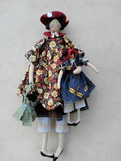 linda boneca, 100% algodão, rica em detalhes, segura bonequinha e bolsinha R$85,00