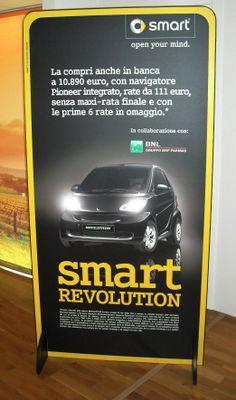 "Totem Pubbliciatario ""Smart Revolution""."