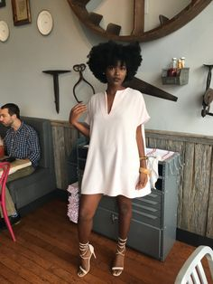 How to wear a little white dress this summer like Rihanna. Outfit ideas of how to style a simple look. Fashion Moda, Look Fashion, Fashion Outfits, Womens Fashion, Black Girl Fashion, Fashion Rings, Fat Fashion, Fashion Check, 2000s Fashion