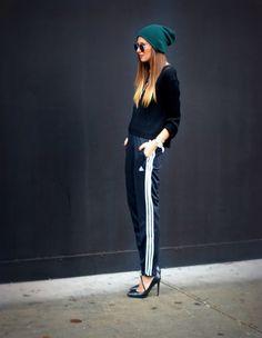 el #chandal puede ser #cool. #streetstyle #hat #calle #estilo