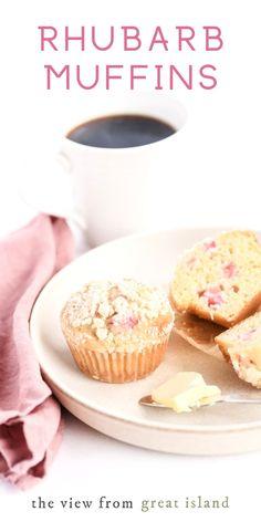 Perfect Rhubarb Muffins Strawberry Rhubarb Muffins, Berry Muffins, Rhubarb Dishes, Rhubarb Recipes, Easy Desserts, Delicious Desserts, Dessert Recipes, Fun Baking Recipes, Muffin Recipes