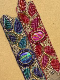 Tutorial for bead embroidered leaves and vine bracelet Tutorial for bead embroidered leaves and vine bracelet Source by . Bead Embroidered Bracelet, Embroidery Bracelets, Bead Embroidery Jewelry, Beaded Jewelry, Beaded Necklace, Bead Embroidery Tutorial, Embroidery Leaf, Beading Patterns Free, Seed Bead Patterns