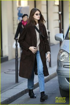 Kaia Gerber Stops By Chanel Headquarters in Paris!: Photo Kaia Gerber is keeping busy during Paris Fashion Week! Kaia Gerber, Fashion Week Paris, Street Style Trends, Winter Outfits, Cool Outfits, Fashion Outfits, Modell Street-style, Looks Style, My Style