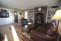 KLAMATH County |LAGUNA St, Living room- the TV is on a built-in cabinet-super cute