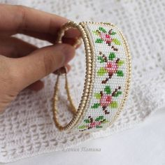I need to learn how to make one these ~~ - jewelry Bead Loom Bracelets, Beaded Bracelet Patterns, Bead Loom Patterns, Beading Patterns, Seed Bead Jewelry, Bead Jewellery, Bead Crochet, Beading Tutorials, Loom Beading