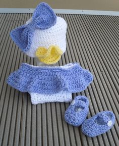 Daisy duck Disney inspired crochet baby outfit Looks soooooo cute! Crochet Baby Clothes, Crochet Baby Hats, Cute Crochet, Crochet For Kids, Baby Knitting, Knit Crochet, Crochet Outfits, Crotchet, Baby Set