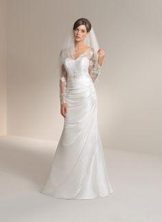 veträumtes Hochzeitskleid mit Ärmeln aus Spitze von Kleemeier