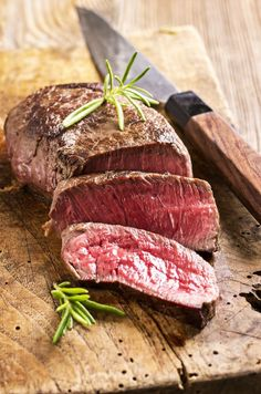 How to avoid common mistakes when cooking beef tenderloin. Whether you're cooking tenderloin steaks for your sweetheart or roasting the whole cut for a crowd, here are five mistakes to avoid, plus some tips, so your efforts and money are well-spent! Whole Beef Tenderloin, Cooking Beef Tenderloin, Tenderloin Steak, Recipe For Beef Tenderloin Tips, Roast Beef, Ina Garten Beef Tenderloin, Bbq Beef, Pork Chops, Gastronomia