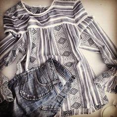 The sleeves on this blouse  #flatlay #fashionblogger #styleblogger #lifestyleblogger #denim #chanel #luxe #pattern #instafashion #lookoftheday #gap #agnesb #acne #cool ❄️