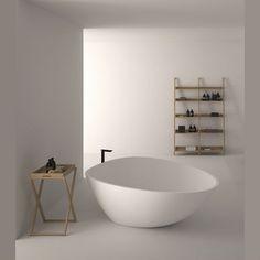Modern ligbad Agape DROM uitgevoerd in Cristalplant® Exclusieve Italiaanse high-end badkamers. Architectonisch vormgegeven voor de moderne binnenruimte