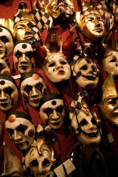 Creepy Circus, Halloween Circus, Creepy Carnival, Creepy Clown, Halloween Photos, Vintage Halloween, Halloween Costumes, Venetian Carnival Masks, Carnival Of Venice