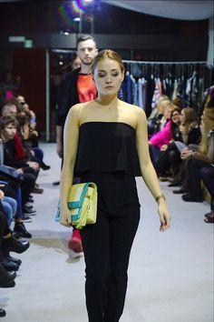 """A tak prezentowała się nasza torebka """"Hello Spring"""" na pokazie w Forum Mody! Jak widać, nadaje się nie tylko na wiosnę - idealna do czarnego outfit'u! Macie już pomysł na swoją Medię? _________________________ www.mohadesign.pl"""