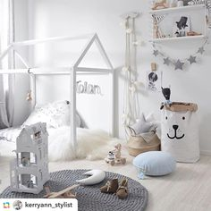 How amazing is this room! Gorgeous styling by the very talented @kerryann_stylist Our grey felt ball rug looks perfect for this space #handmade #rug #wool #felt #roomdecor #scandi #mooibaby