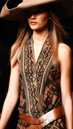 Donna Karan Spring 2014 Ready-to-Wear Fashion Show Boho Fashion, Fashion Show, Womens Fashion, Fashion Design, Fashion Trends, Dress Fashion, Boho Chic, Bohemian Style, Gypsy