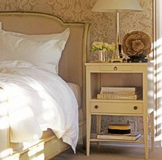 Love this bedside table! Its perfect, I must find one. . . Help.