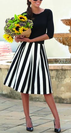 This outfit is fun and flirty, black and white striped skirt. Appropriate for over too and a great midlife chic outfit. Striped Skirt Outfit, Stripe Skirt, Skirt Outfits, Dress Skirt, Midi Skirt, Modest Fashion, Fashion Outfits, Fashion Tips, Style Fashion
