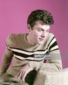 American actor Tony Curtis , circa Get premium, high resolution news photos at Getty Images Hollywood Icons, Hollywood Actor, Hollywood Stars, Classic Hollywood, Old Hollywood, Tony Curtis, Jamie Lee Curtis, Female Poets, Nostalgia