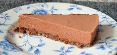 AMERIKKALAINEN SUKLAA-JUUSTOKAKKU #suklaa #juustokakku Easy Cake Recipes, Dessert Recipes, Easy Birthday Desserts, Yummy Cakes, Chocolate Cake, Cake Decorating, Cheesecake, Easy Meals, Food
