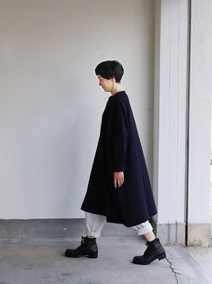 New balloon dress long sleeve~wool 54,000yen(+tax) wool100% color:dark navy size:1 Easy pants 33,000yen(+tax) wool100% color:pale gray size:1 ARTS&SCIENCE