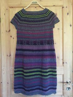 http://www.hendesverden.dk/handarbejde/strik/Flot-strikket-stribet-kjole/
