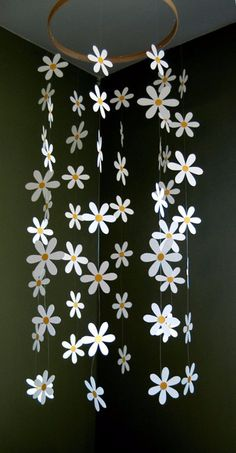 Margherita fiore Mobile Daisy Mobile di carta per di emaliasfancynice Flower Mobile - Paper Daisy Mobile Inspired by Pottery Barn Kids for Nursery, Ba.Daisy Flower Mobile - Paper Daisy Mobile for Nursery, Baby or Kids Decor - Shower Gift - Decoration Kids Crafts, Diy And Crafts, Arts And Crafts, Paper Craft For Kids, Kids Decor, Diy Room Decor, Bedroom Decor, Wall Decor, Diy Paper