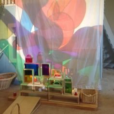color mixing, overhead projector, light and shadows, preschool, reggio inpsired