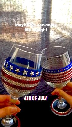 Glitter Wine Glasses, Wine Glass Crafts, Happy Independence Day, Diy Party Decorations, Celebrity Couples, Red Wine, 4th Of July, Alcoholic Drinks, Canning
