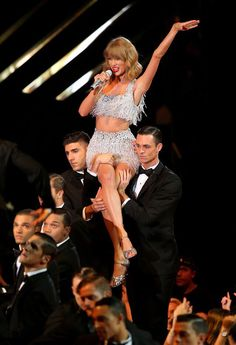 All I could think at this moment was carry your queen and that looks like the fearless dress and she's so grown