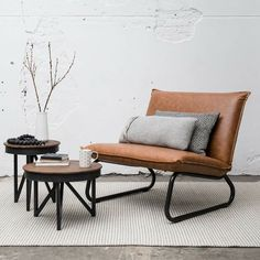 Lounge stoel cognac industriële stoel, industrieel huis, thuis woonkamer, w Living Room Paint, Home Living Room, Living Room Decor, Living Spaces, Cute Furniture, Furniture Design, Home Decor Quotes, House Inside, Interior Inspiration